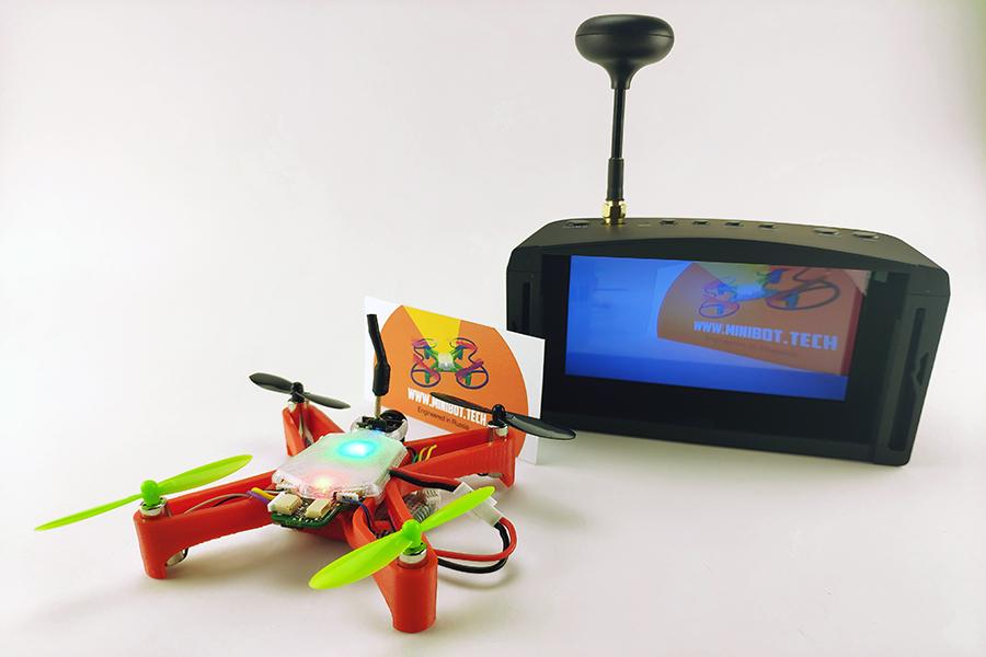 Подключите коннектор FPV камеры к плате - и вперед гоняться!